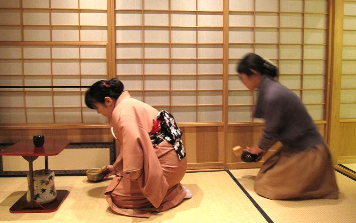 La cérémonie du thé est empreinte d'harmonie et de sérénité