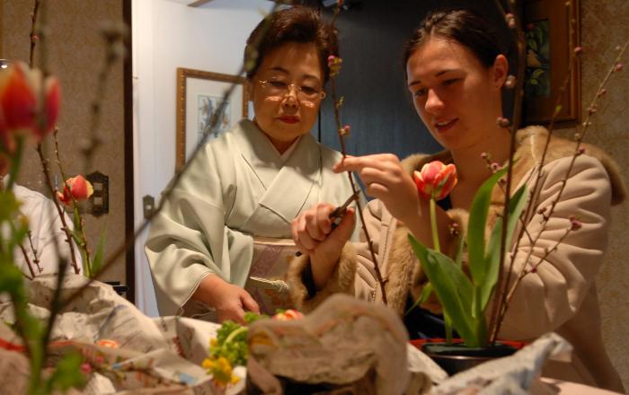 L'ikebana est un art floral très populaire au Japon