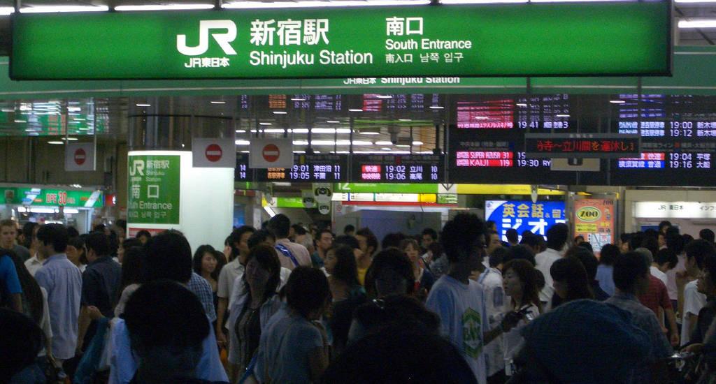 La gare de Shinjuku aux heures de pointe