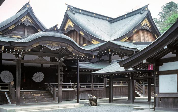 Découvrir les nombreux jardins, sanctuaires et temples du Japon