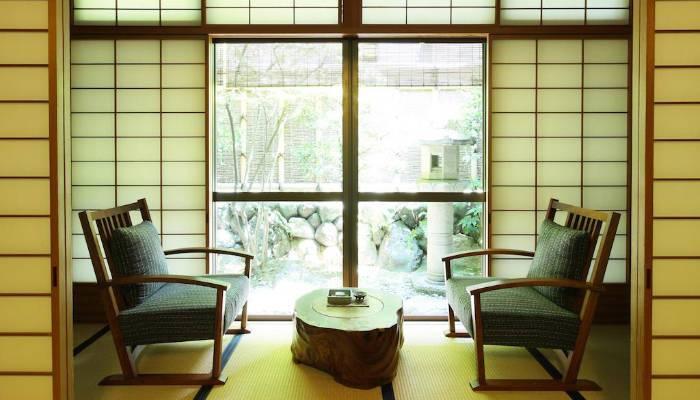 Petit salon privé devant un jardin zen rien que pour vous