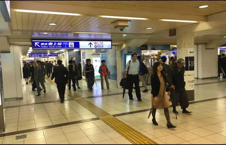 Les énormes stations de métro de Tokyo