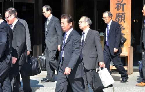 Le costume, tenue de travail des salarymen au Japon