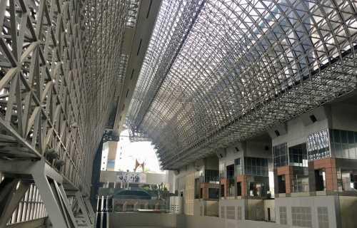 Gare de Kyoto : gigantesque et audacieuse