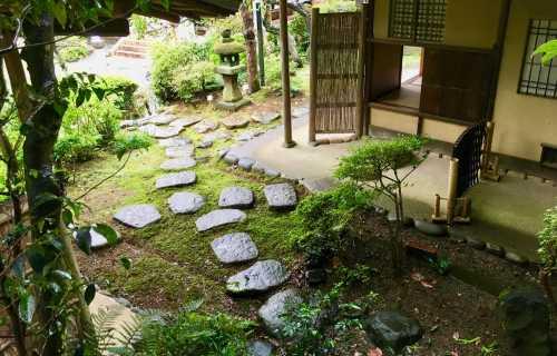 Jardin des maisons japonaises et l'esprit du zen