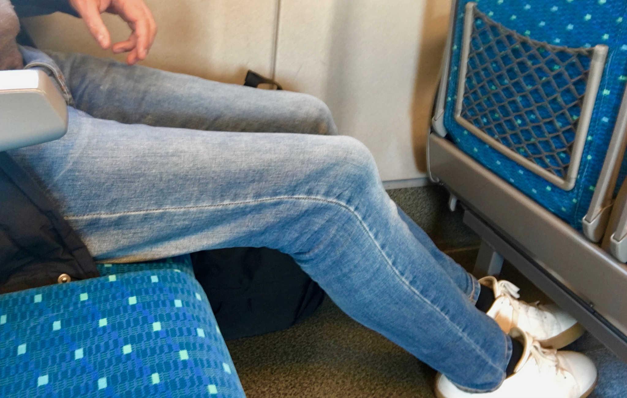 Il y a vraiment beaucoup de place pour les jambes dans le shinkansen, le confort est optimum