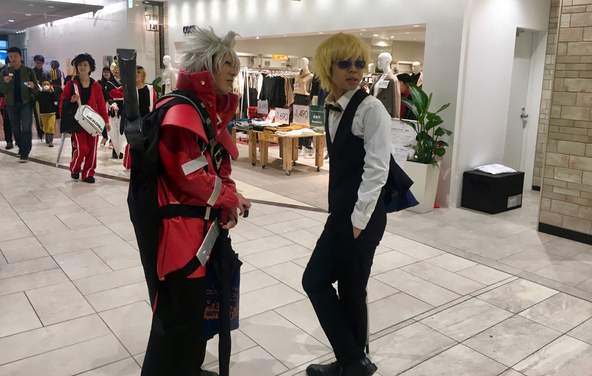 Jeunes japonais habillés en cosplay