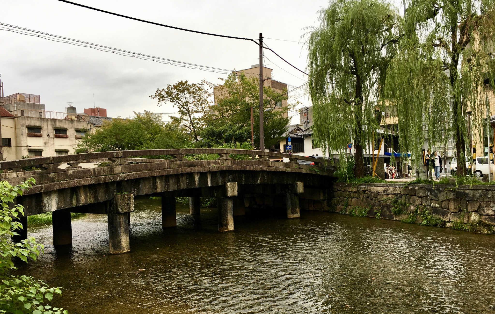 S'écarter des grands axes de Kyoto permet de découvrir un visage plus intime de la ville