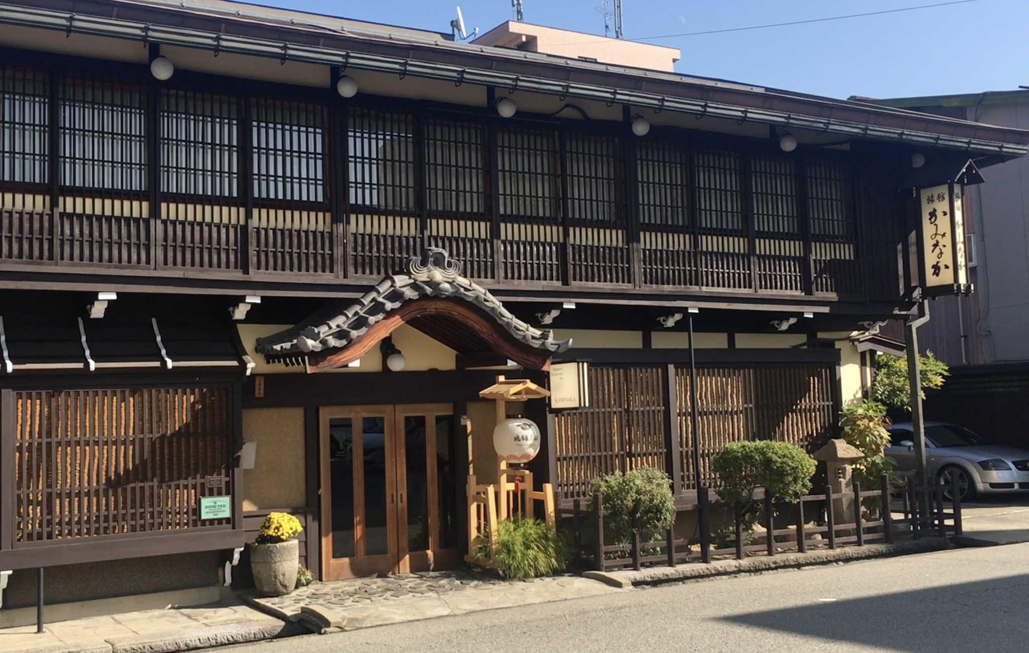 L'entrée du ryokan, une allure sobre mais très confortable et accueillant