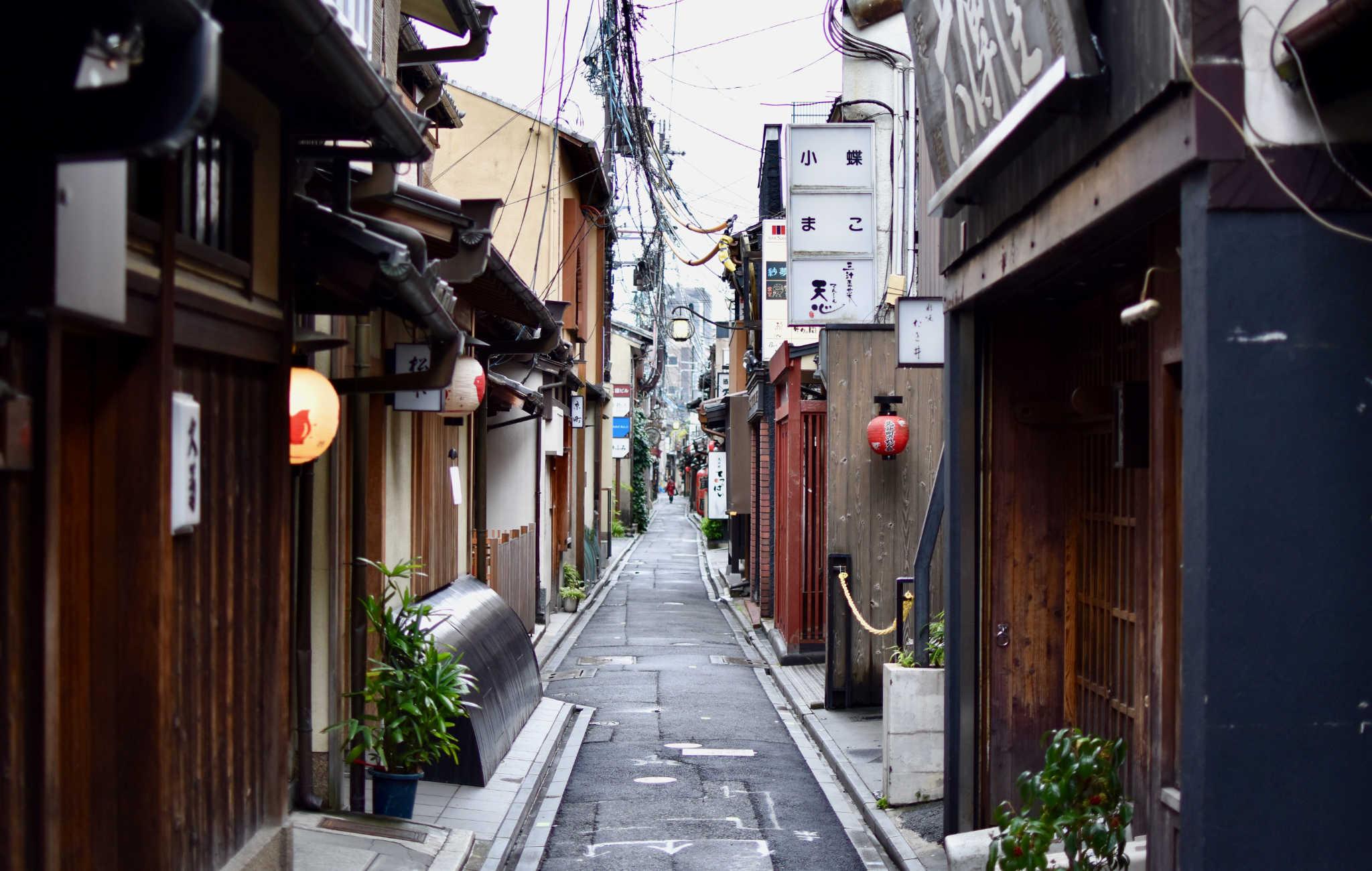 La petite ruelle de Pontocho, au coeur de Gion, renvoie l'image très traditionnelle de Kyoto
