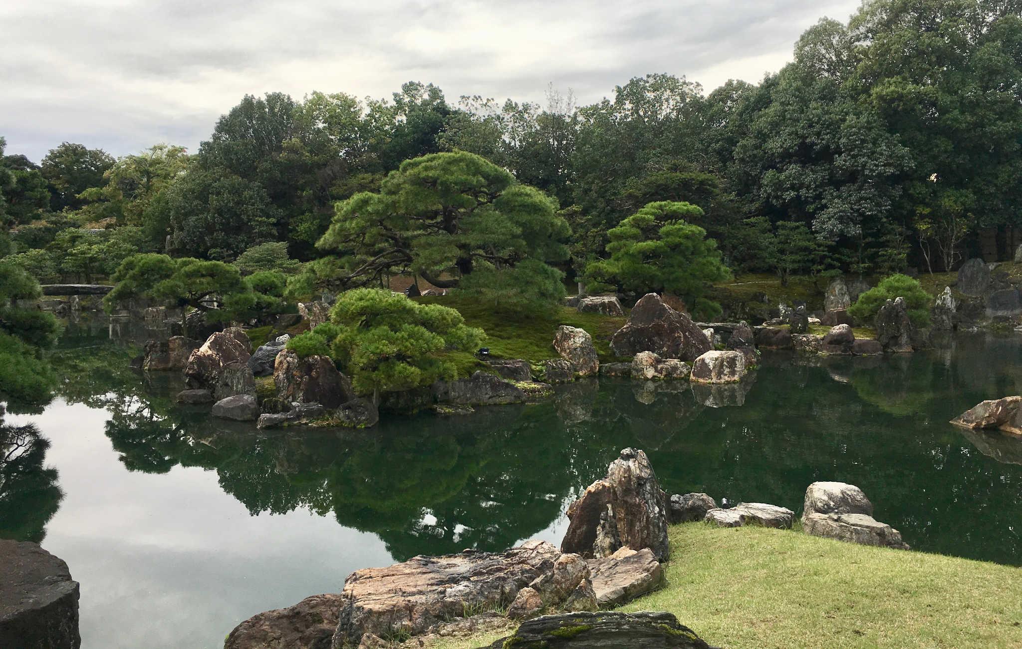 Le jardin offre différents points de vue pour une balade magique