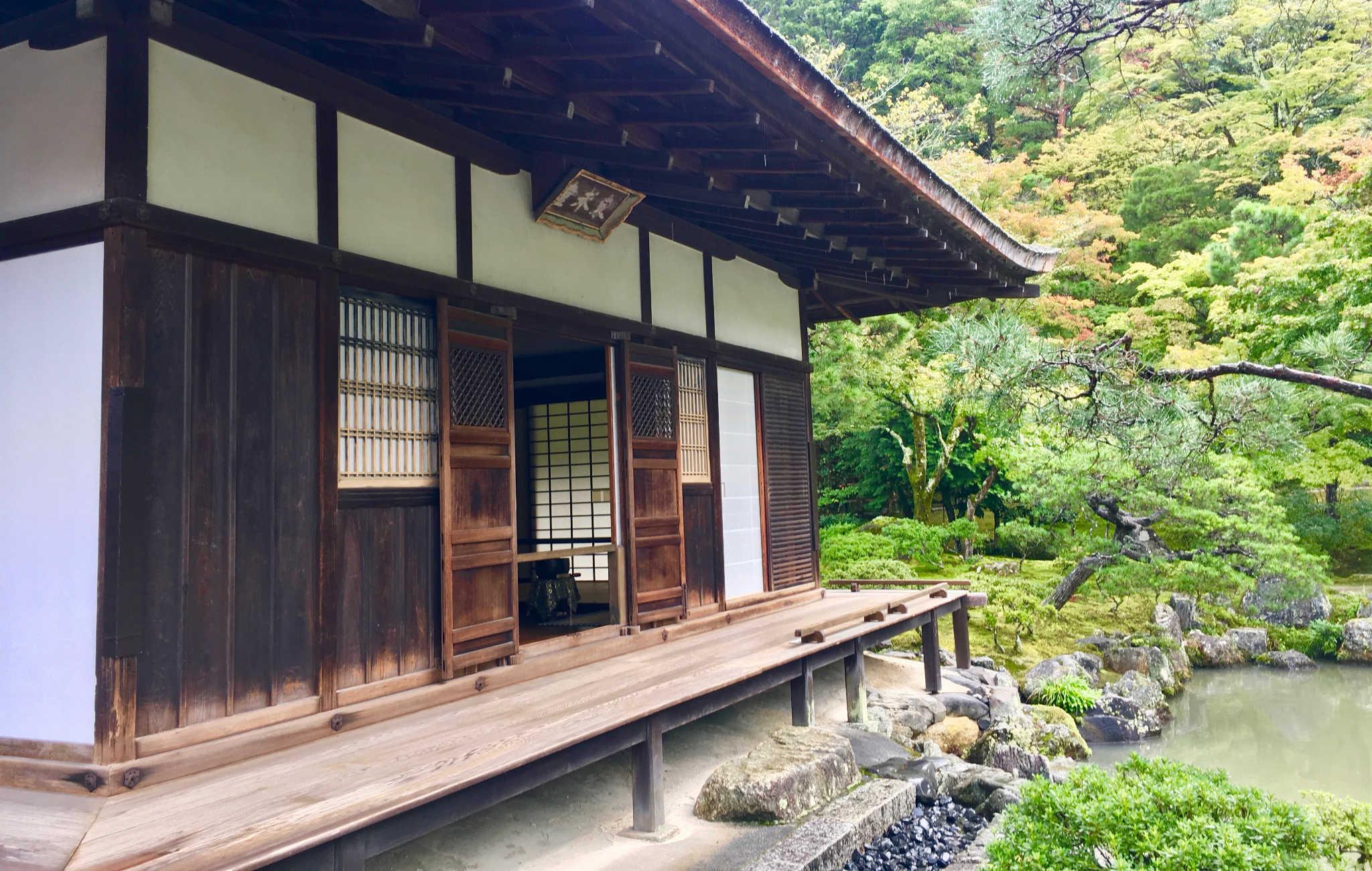 Le temple son jardin remarquablement bien tentretenu donnent une image très paisible
