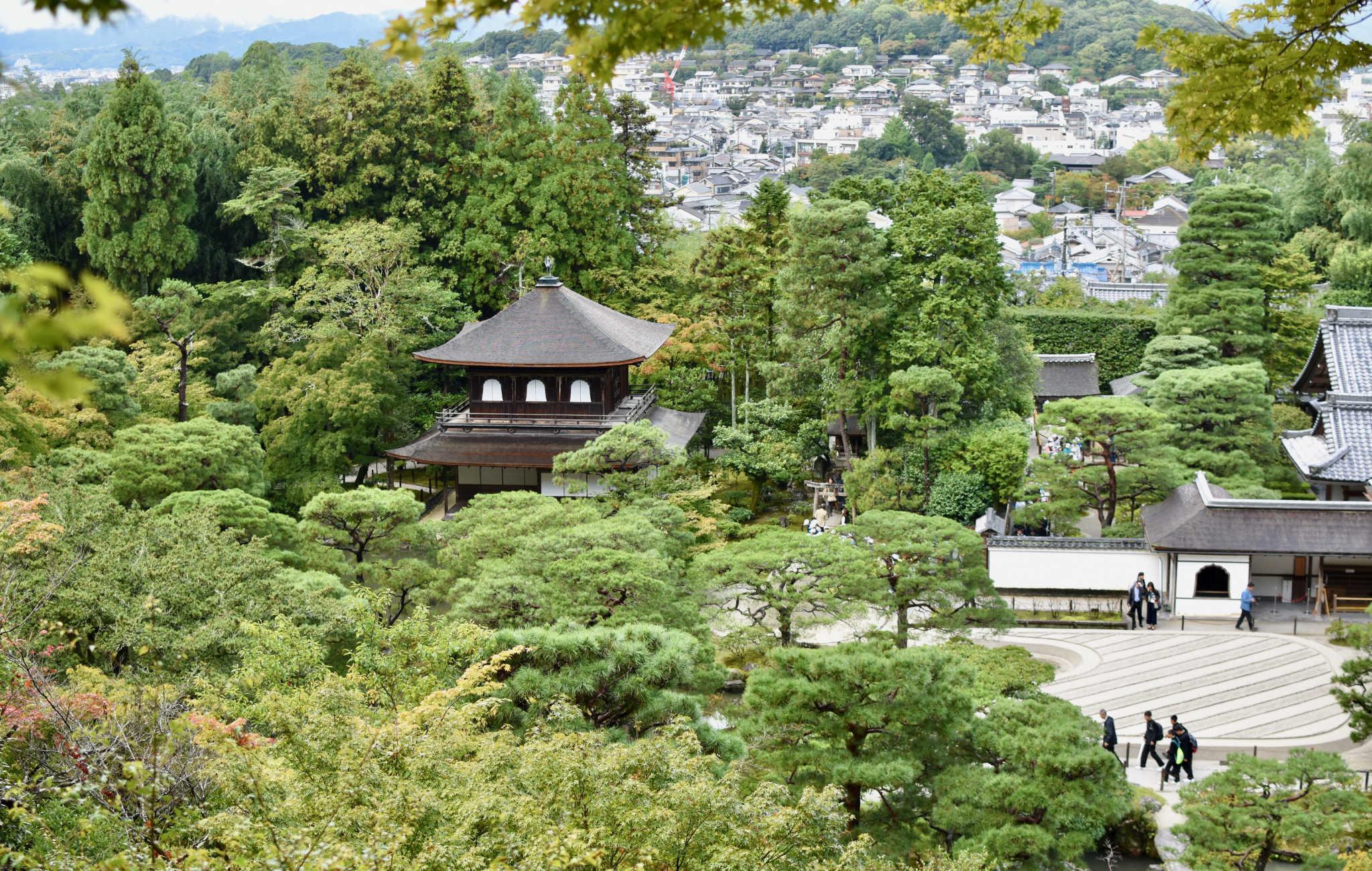 Du haut du jardin, panorama sur le temple et les environs de Higashiyama