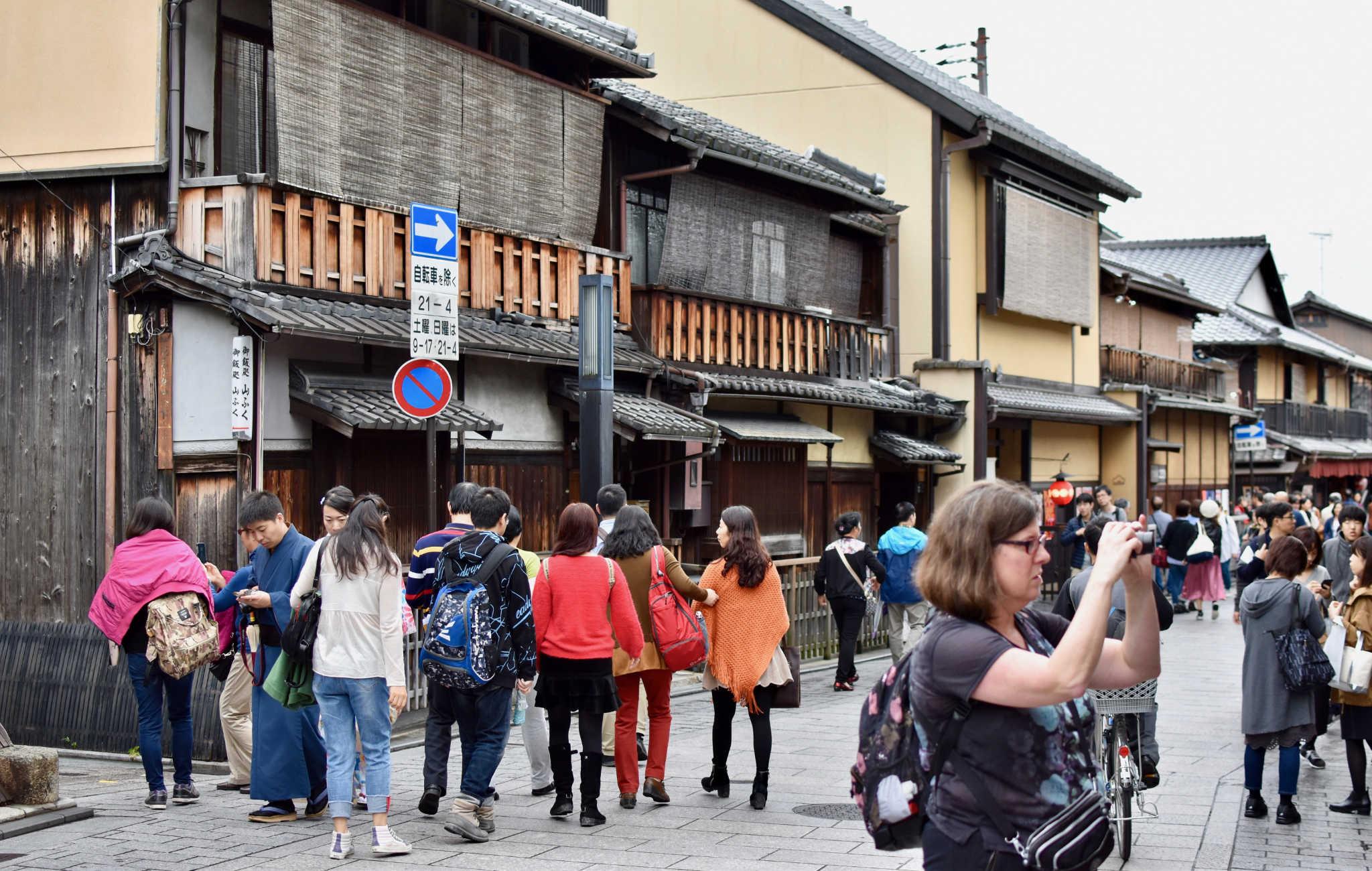 Beaucoup de touristes espèrent voir une geisha