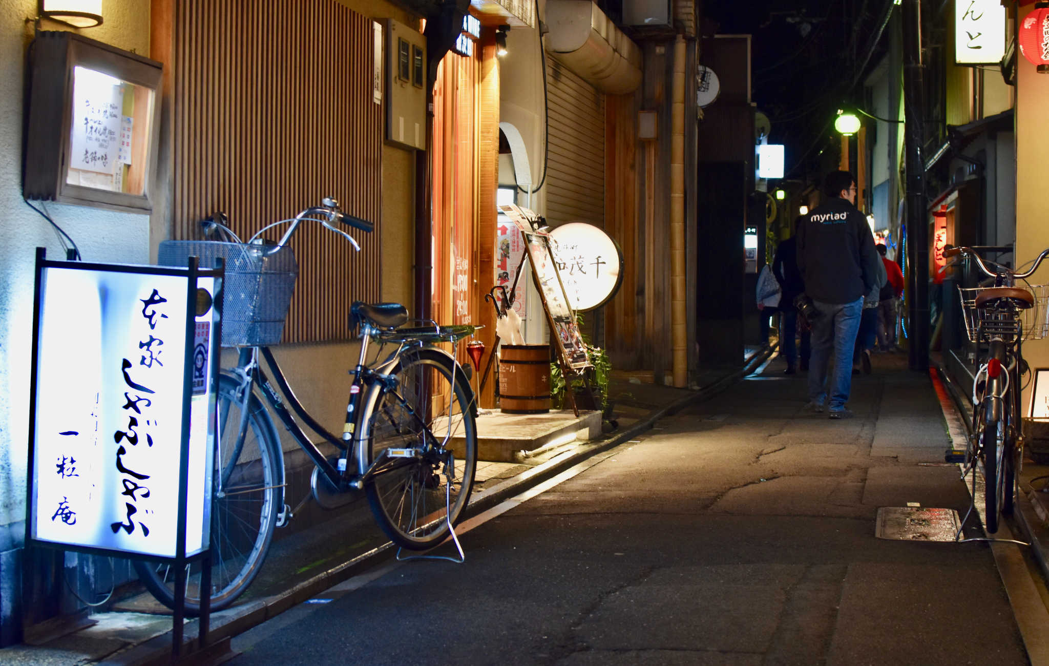 A Pontocho, il est plus facile de se déplacer à vélo qu'en voiture