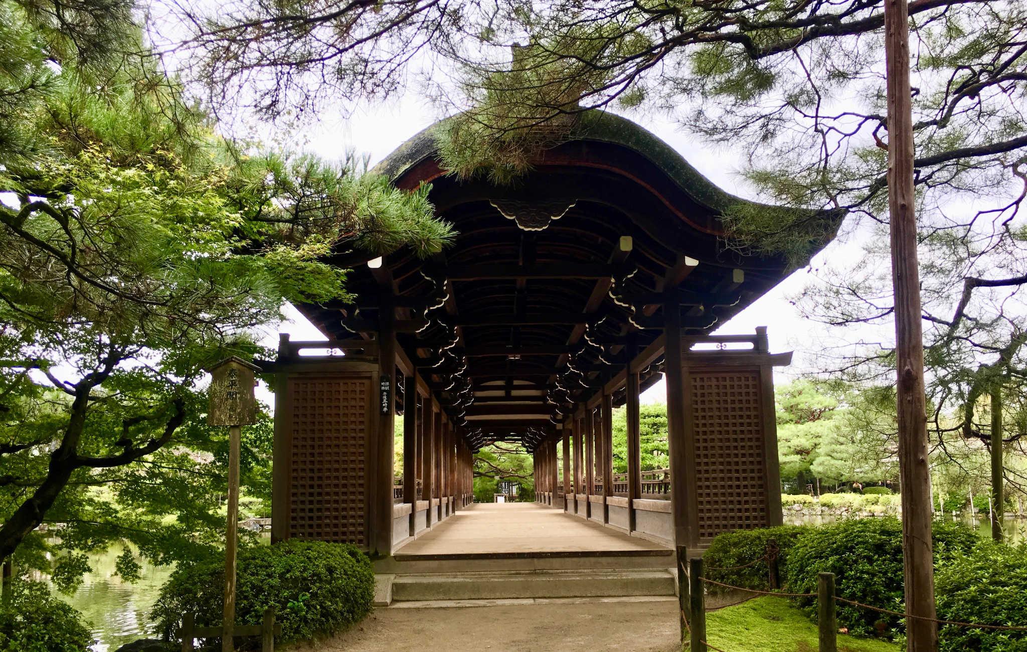 L'entrée du pont et son incroyable perspective