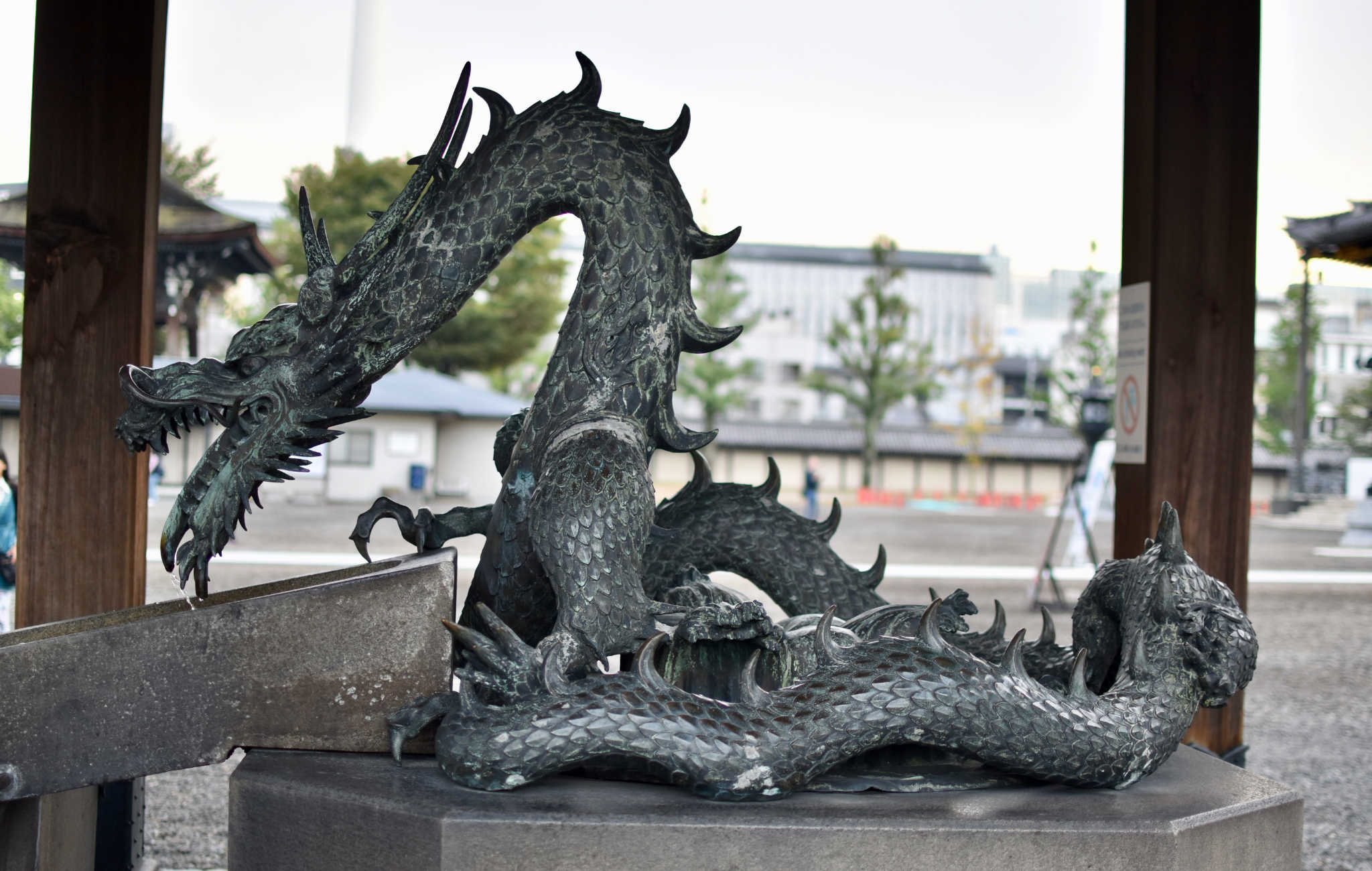 Fontaine de purification en forme de dragon