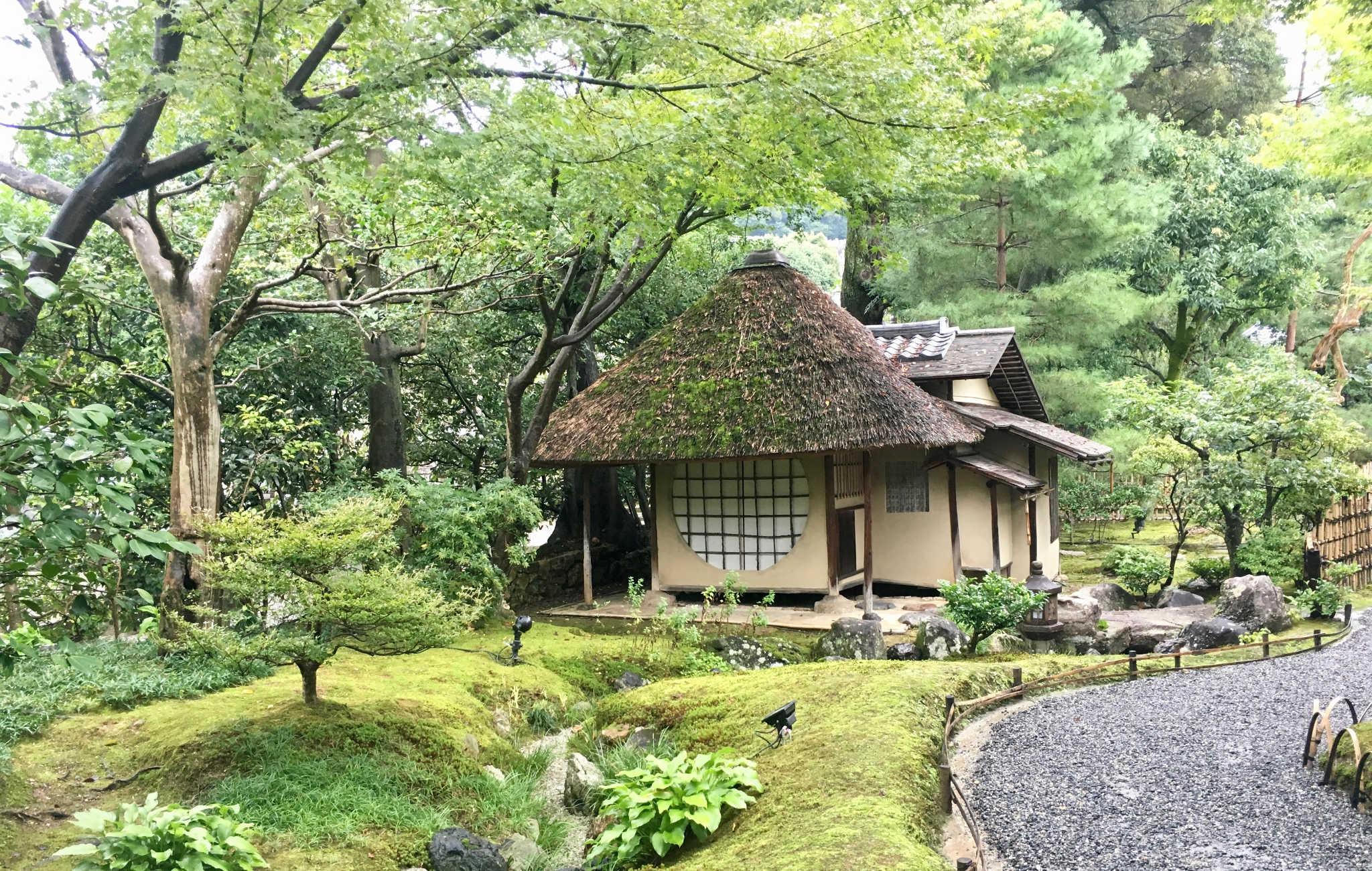 Le temple Kodai-ji et une de ses maisons de thé traditionnelles