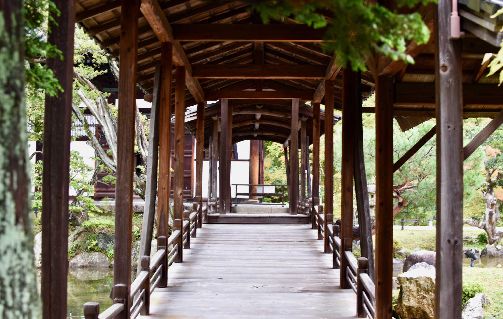 Vue de l'intérieur du pont avec une belle perspective