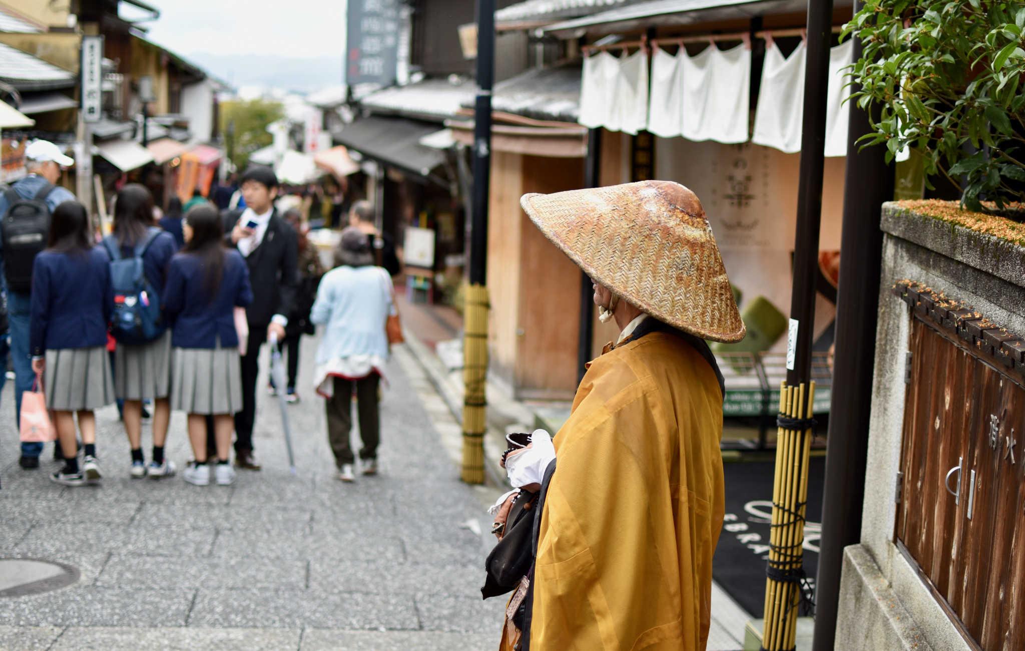 A l'approche du Kiyomizu-Dera, quelques moines qui mendient