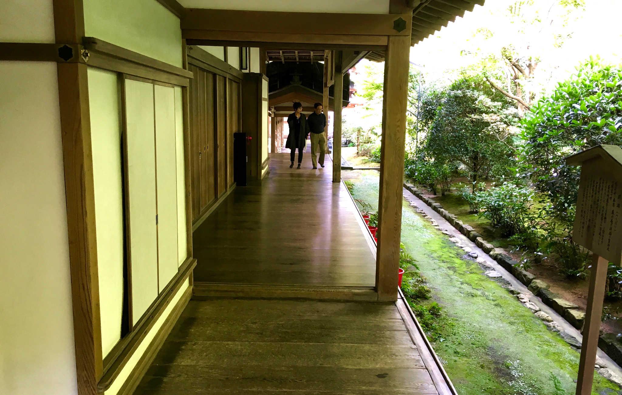 L'arrière du ryoan-ji