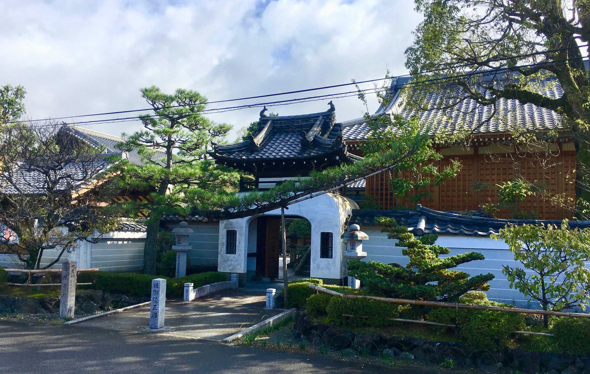 Higashiyama, par son côté ancien, est aussi à privilégier pour votre ryokan