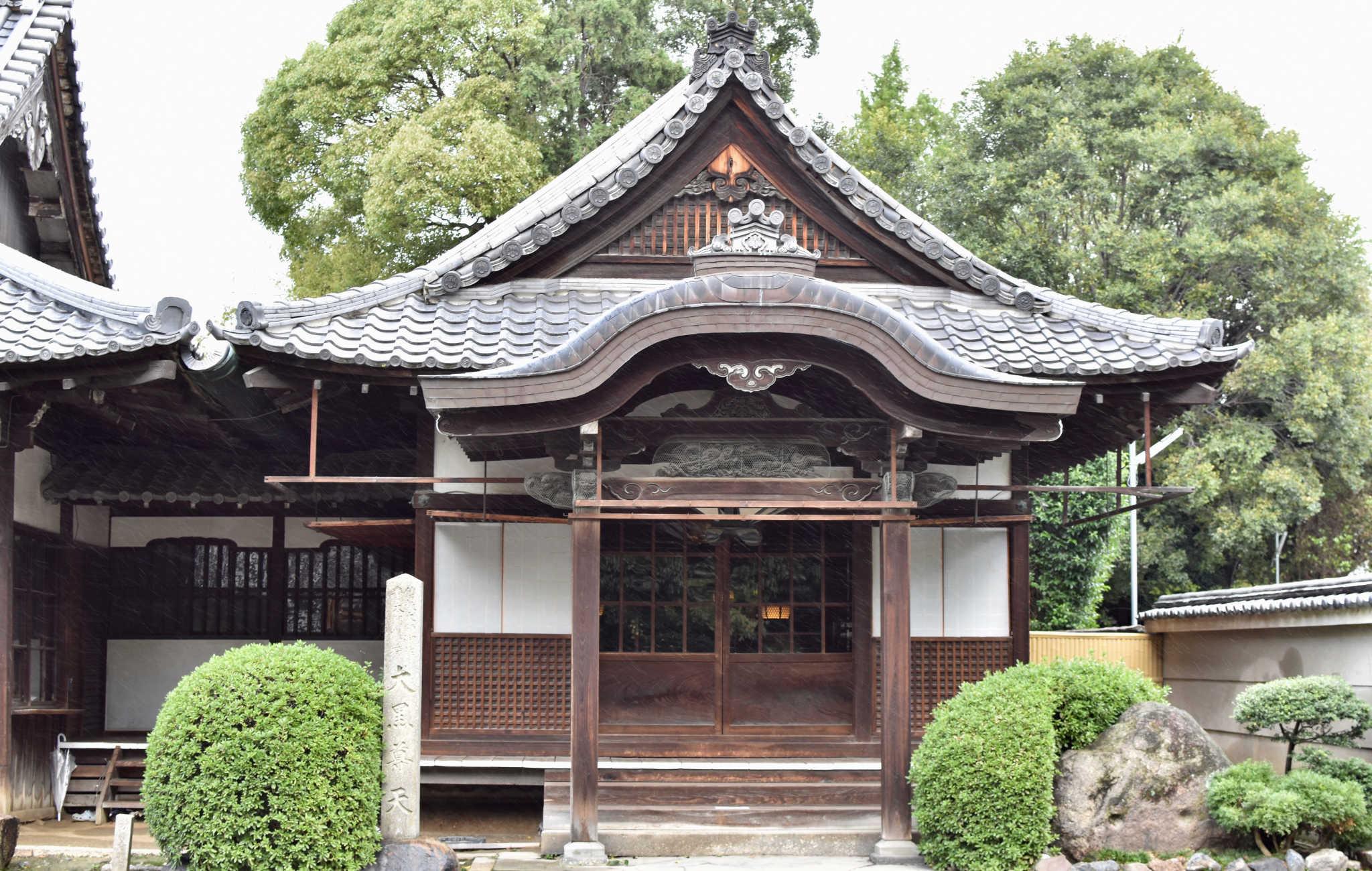 L'architecture est toujours très caractéristique des temples japonais