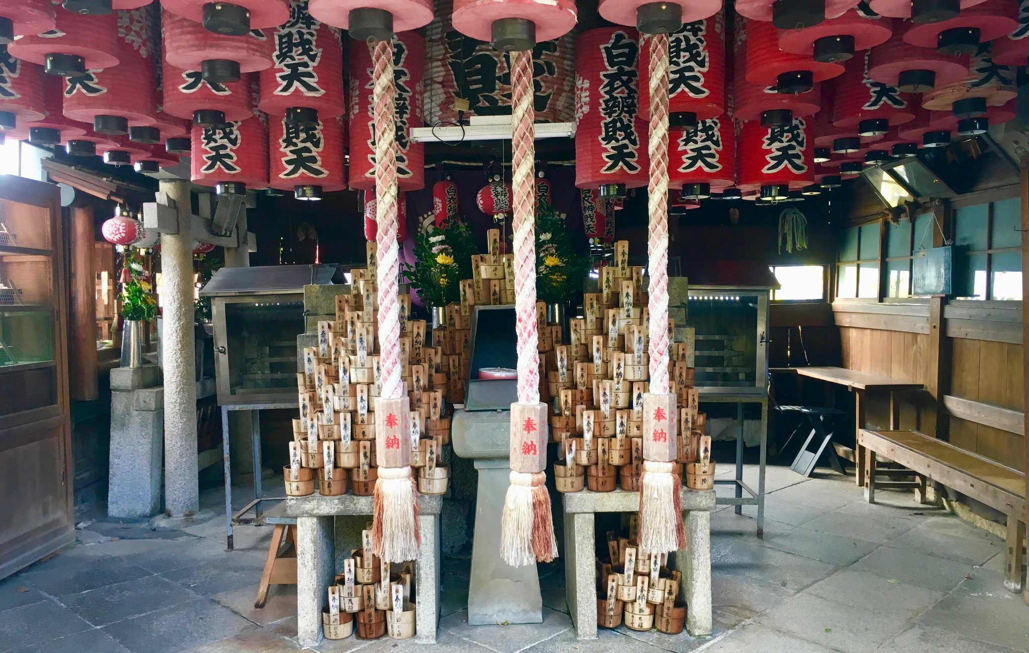 Un autre bâtiment du temple est consacré à la prière, loin des touristes