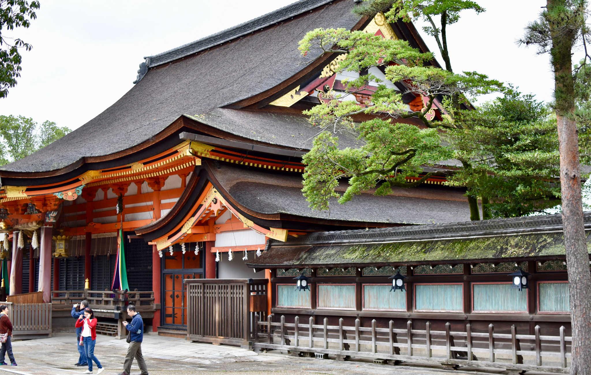 Le batiment principal à l'intérieur du Yasaka-Jinja