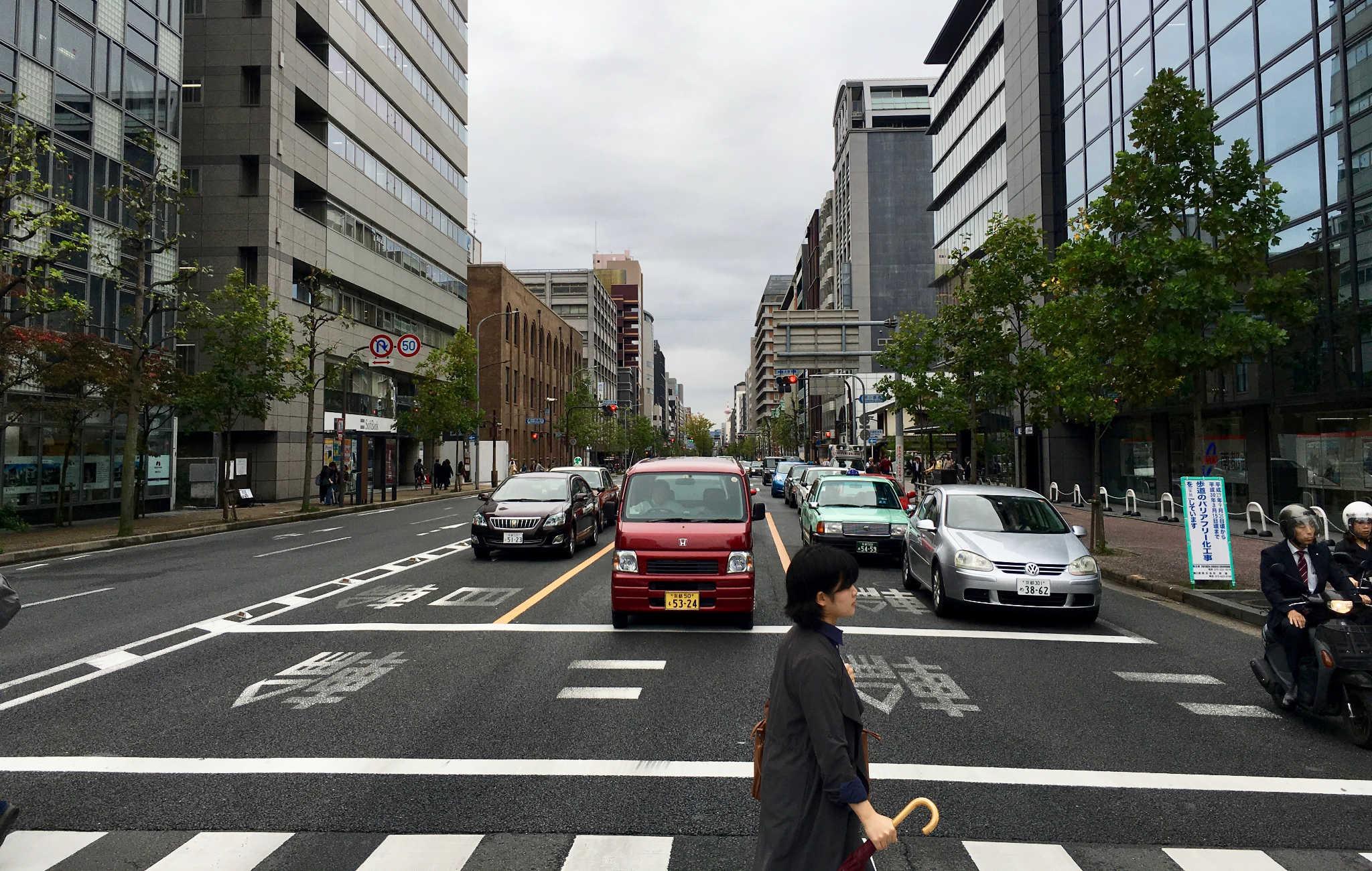 Les grandes artères du centre ville ne sont pas l'image que l'on attend de Kyoto
