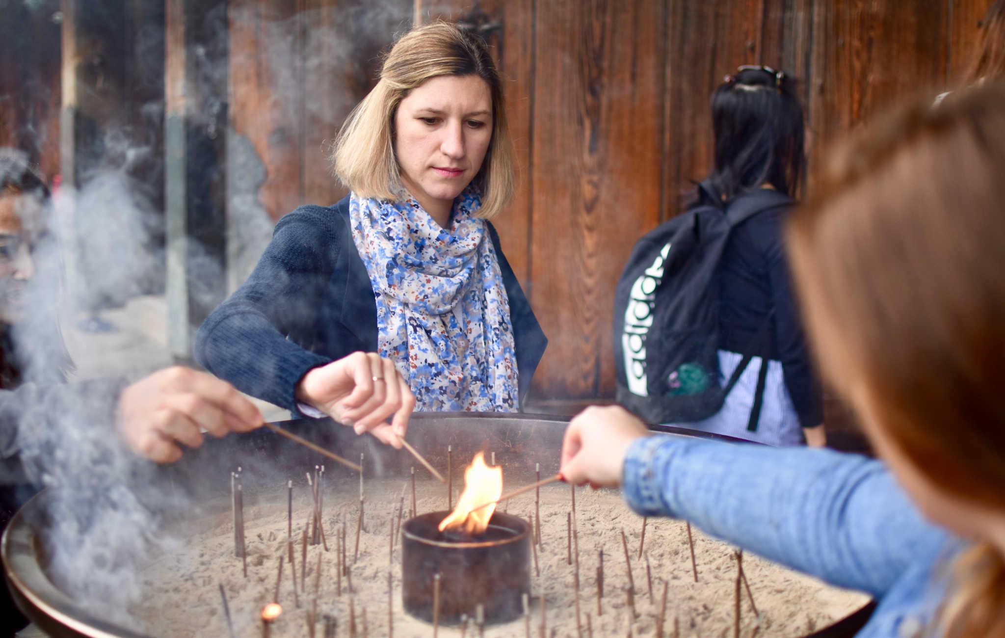 La fumée d'encens sert à purifier et à guérir