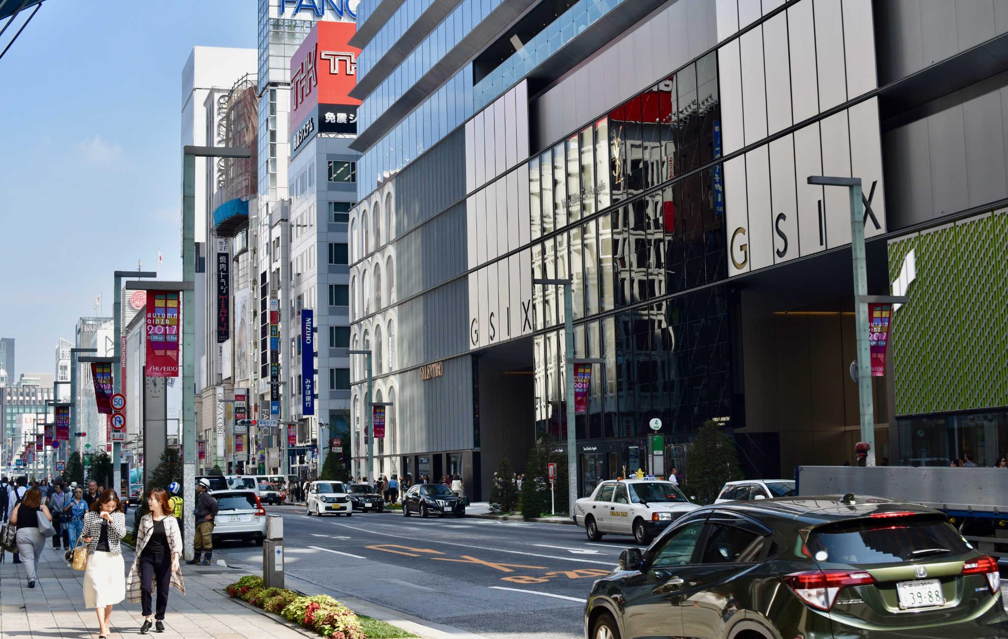Les plus grandes enseignes internationnales ont un immeuble à Ginza