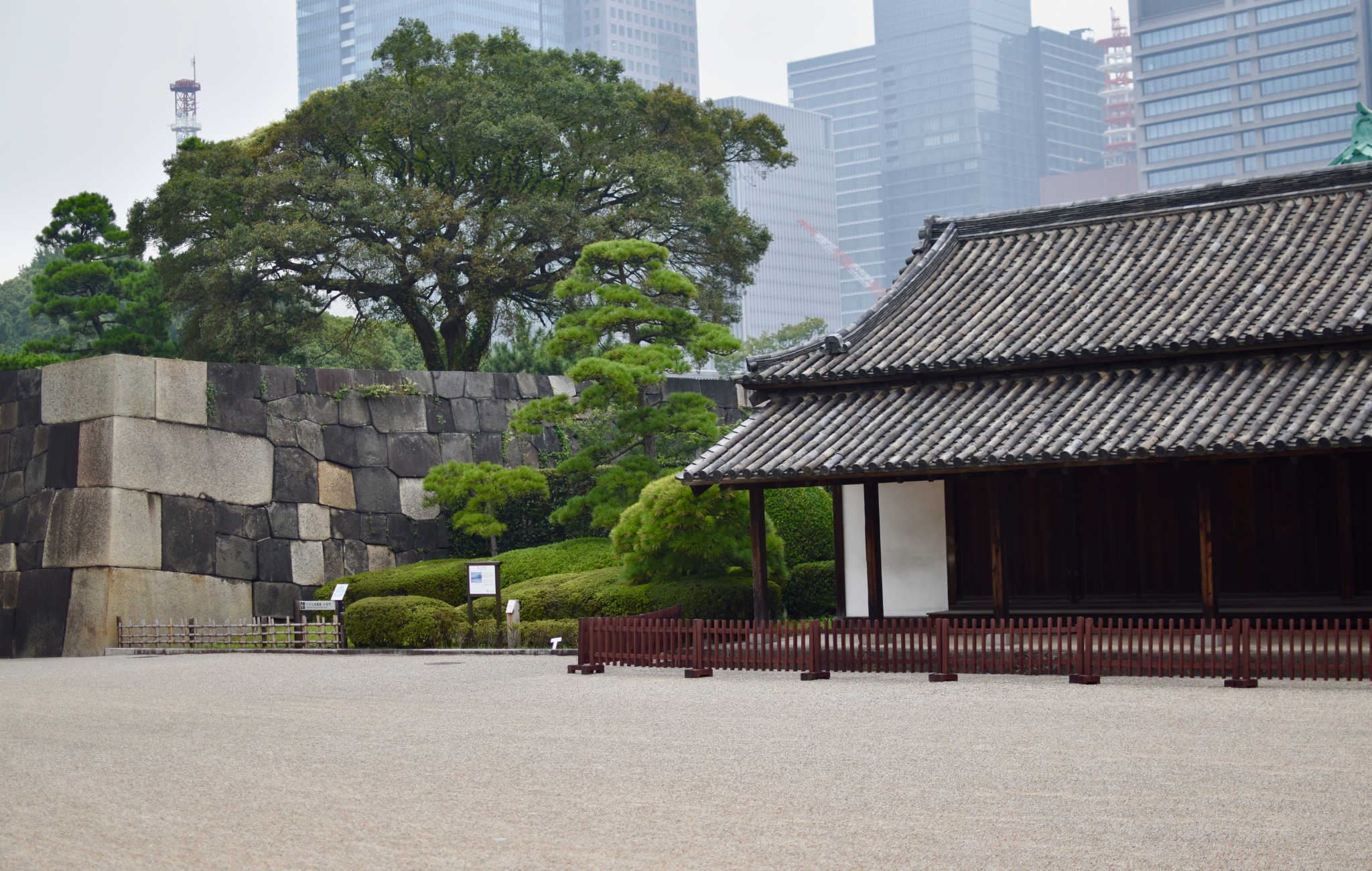 Une partie du mur d'enceinte de l'ancien château d'Edo