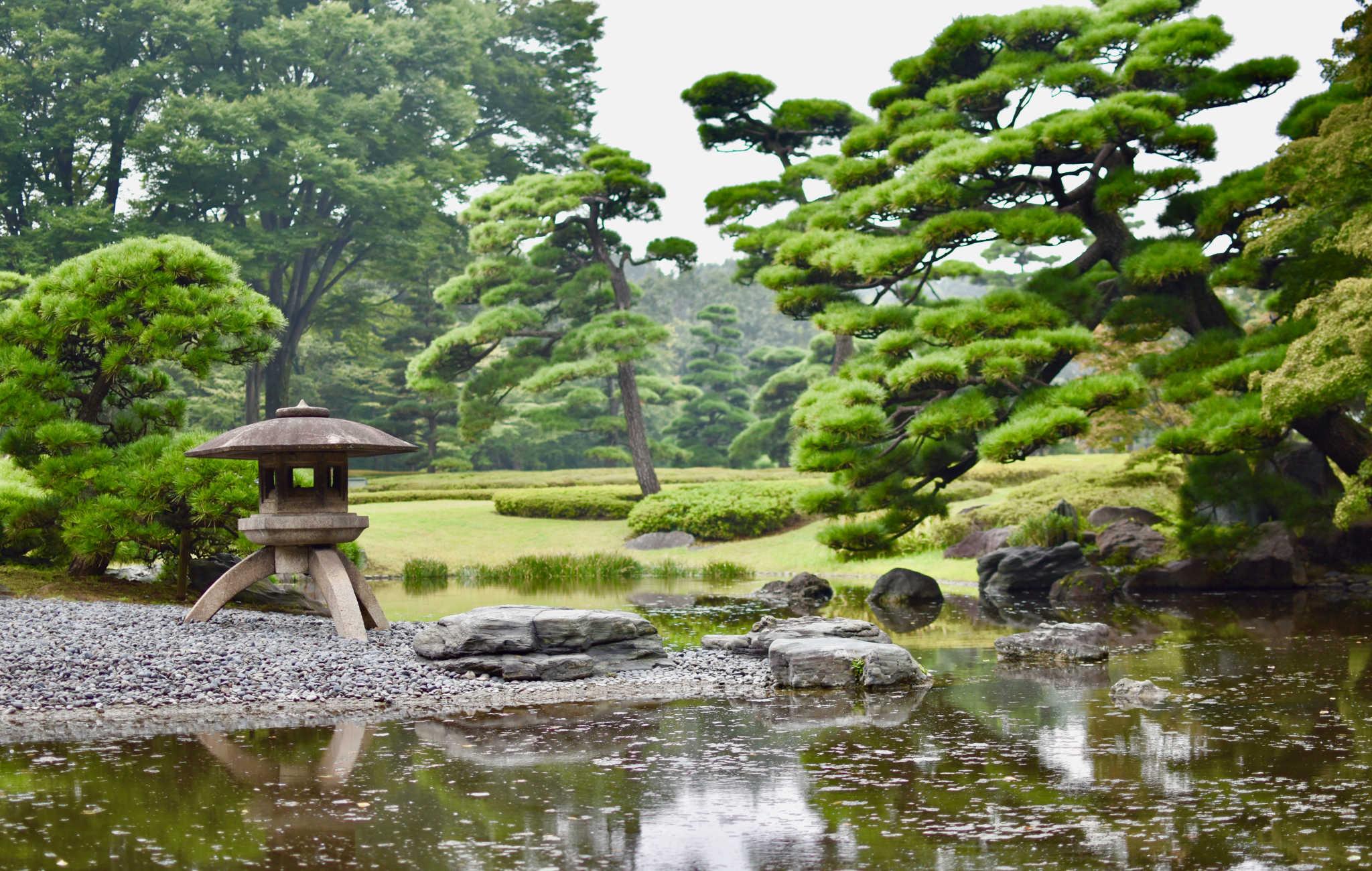 Ambiance jardin japonais avec cette lanterne