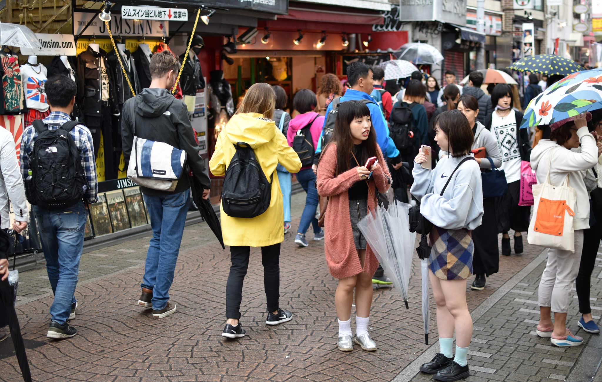 La jeunesse tokyoïte s'habille plus décontractée