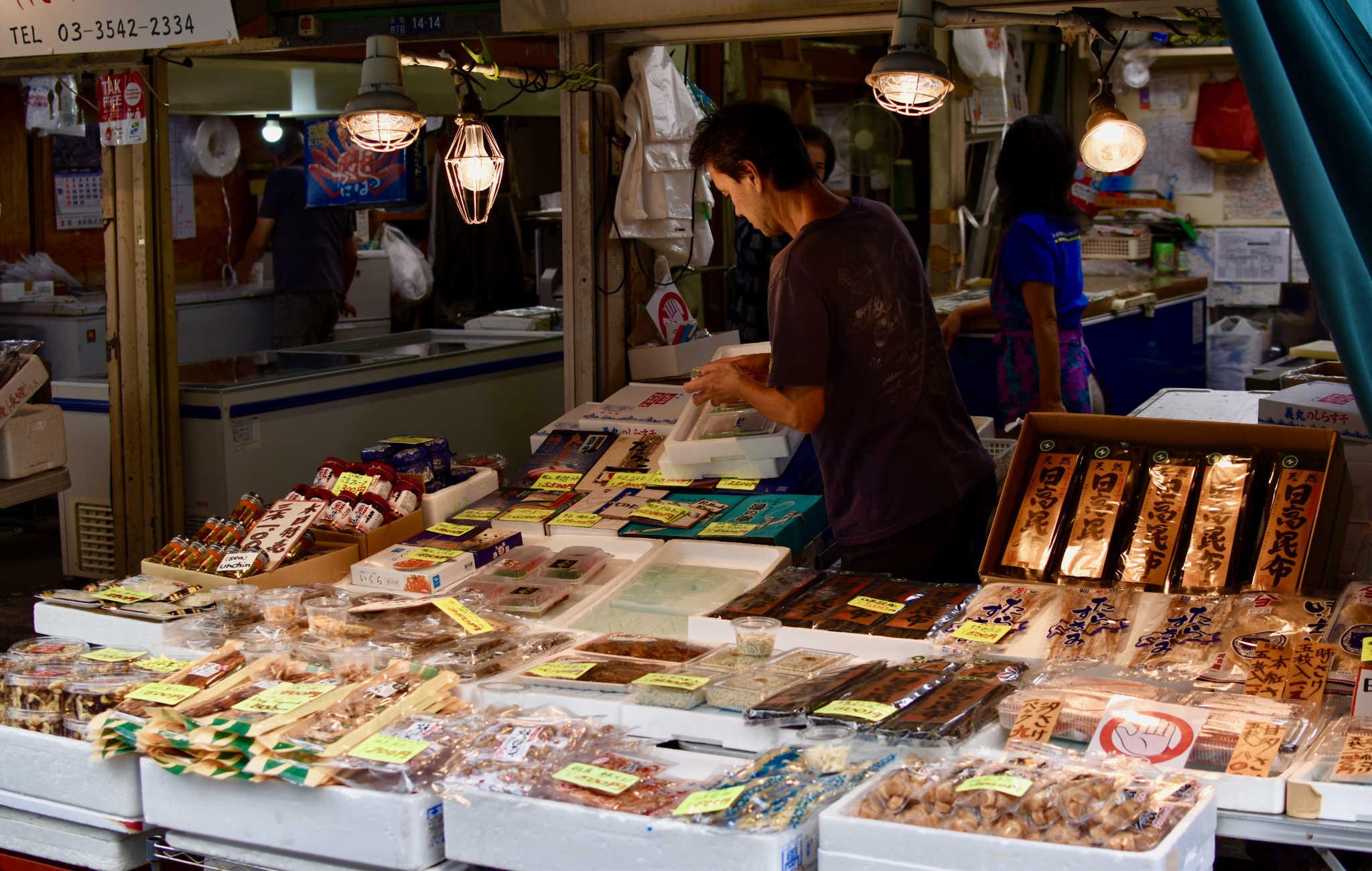 Beaucoup de poissons et crustacés séchés qui entrent dans la préparation de plats japonais