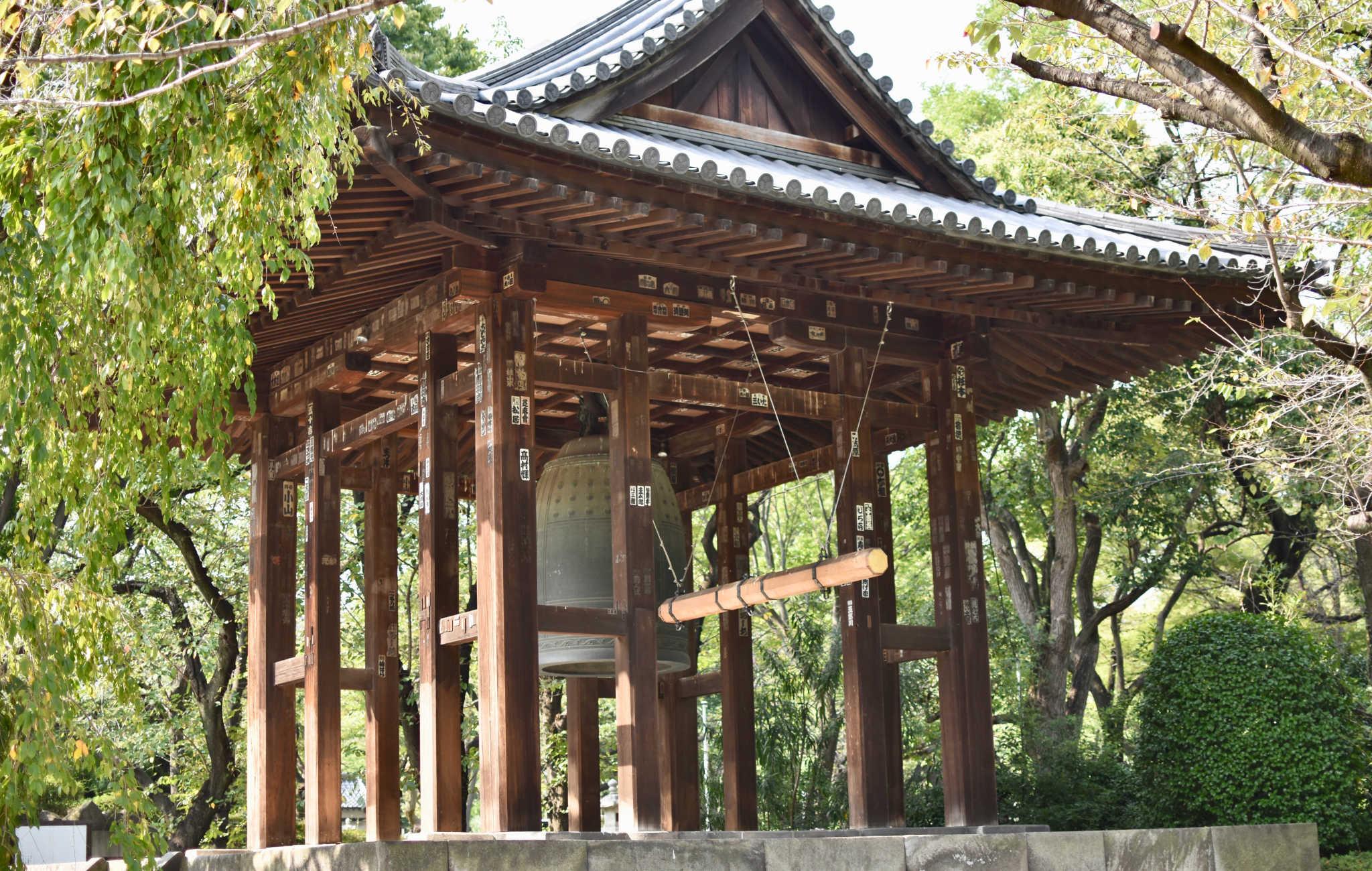 Le Daibonsho, une cloche massive qui retentit matin et soir