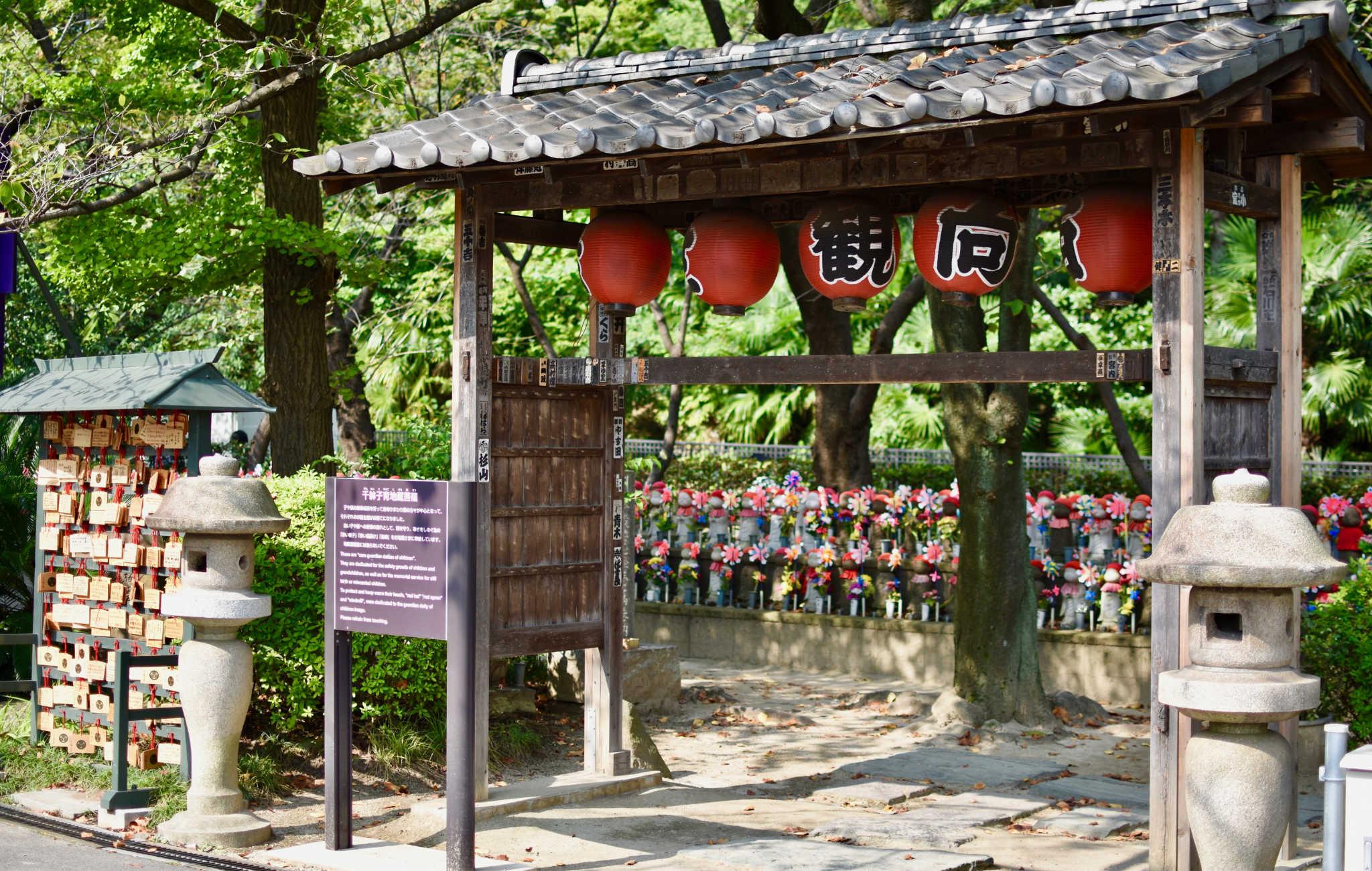 Clou de la visite, les statues Jizo